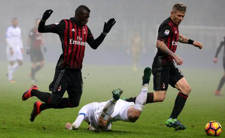 Milan's forward M'Baye Niang, left, and his teammate Juraj Kucka, right, challenges for the ball with Atalanta's midfielder Roberto Gagliardini, center, during the Italian Serie A soccer match between Ac Milan and Atalanta Bergamasca at Giuseppe Meazza stadium in Milan, Italy, 17 December 2016.  ANSA / MATTEO BAZZI