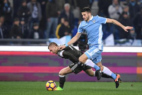 Lazio's Wesley Hoedt (R) and Milan's Gerard Deulofeu in action during the Italian Serie A soccer match SS Lazio vs AC Milan at Olimpico stadium in Rome, Italy, 13 February 2016. ANSA/ALESSANDRO DI MEO