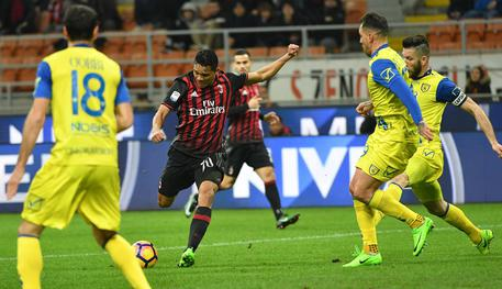 Milan's Carlos Bacca (C) scores the goal during the Italian Serie A soccer match AC Milan vs AC Chievo Verona at the Giuseppe Meazza stadium in Milan, Italy, 04 March 2017. ANSA/DANIEL DAL ZENNARO